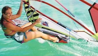 Çeşme'de çok özel rüzgar sörfü yarışı