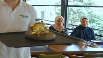 500 liralık tostun denendiği lüks mekandan bakın hangi AKP'li çıktı