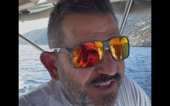 Yunan botundan kaçtı