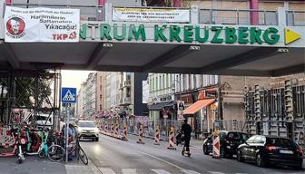 TKP'den Almanya'da çarpıcı pankart