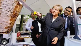 Yeni Şafak'tan ilginç benzetme: Ekmek arası Angela döner