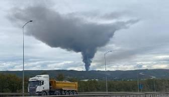 İstanbul'da korkutan yangın: Patlama sesleri geliyor