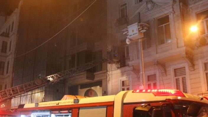 Beyoğlu'nda yangın çıktı