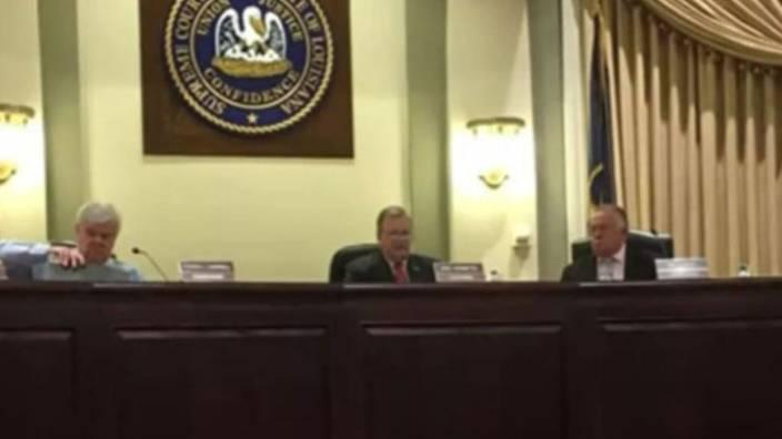 Meclis toplantısında cinsel içerikli film yansıttılar