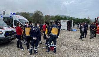MHP'lileri taşıyan otobüs kaza yaptı: 2 ölü
