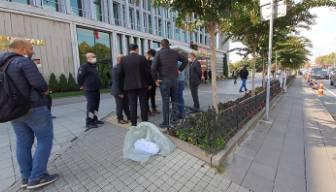 İBB'nin önüne ölü köpek bırakıldı