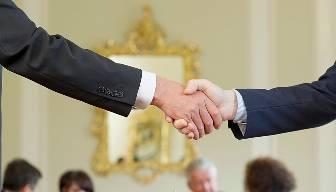 Diplomasi koridorlarının dili olsa da konuşsa…