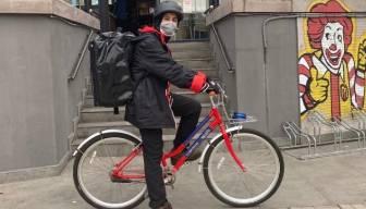 Mc Donald's'ın benzin oyunu... Bisikletli kurye uygulaması tartışma çıkarttı