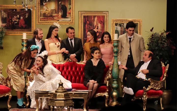 Bu tiyatro oyunu İzmir Marşı ile bitti