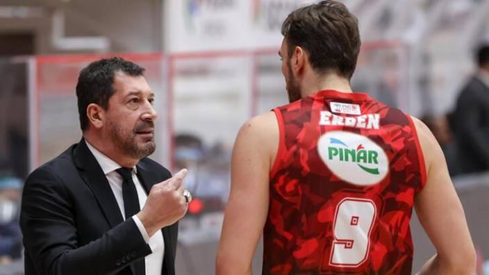 FIBA geç tebliğ etti… Antrenör maçlara çıkamayacak